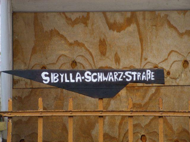 Aktion des Vereins pom-lit am verfallenden Geburtshaus der Dichterin